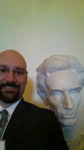 selfie with bust of Lincoln